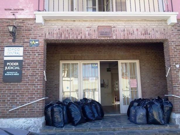 El Juzgado Civil y Comercial Nº 1 donó más de 150 kilos de papel a la Escuela Nº 504