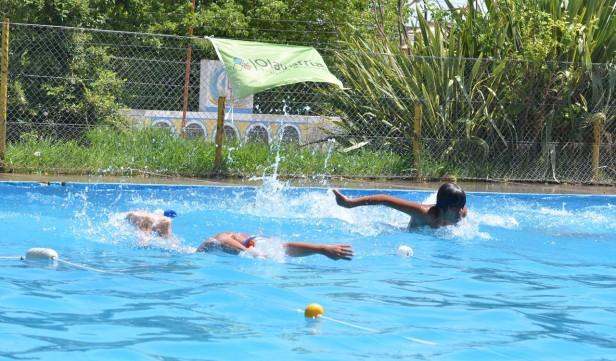 """Encuentro de natación en el piletón del Bioparque Municipal """"La Máxima"""""""