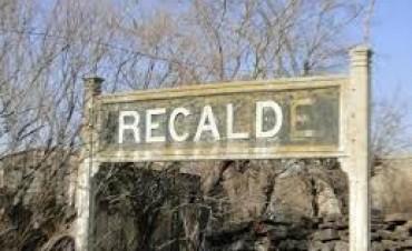El viento del sábado dejó postes de luz quebrados y cables caídos en la zona de Recalde