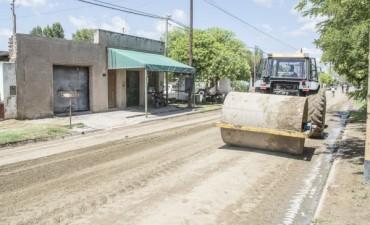 """Azul: El Gobierno Municipal continúa en Villa Piazza con el programa de mejorado de calles """"Transitar, 20 Barrios"""""""