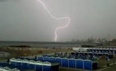 Avanza la normativa para la protección de ciudadanos ante tormentas eléctricas