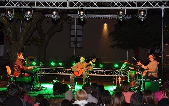 Aca Seca Trio se lució en el Centro Cultural