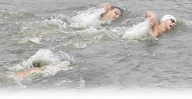 Carrera de aguas abiertas en el Tapalqué