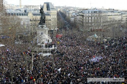 Multitudinaria marcha de repudio al atentado en Francia