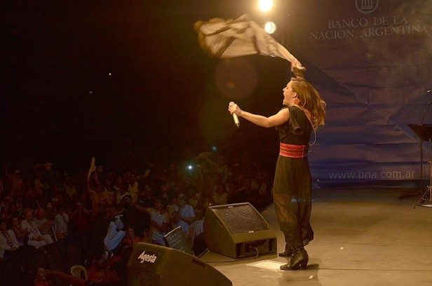 Verano en La Región: Soledad se presentó ante 15 mil personas en Cochicó