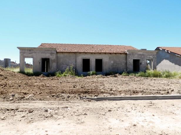 """González Hueso: """"Queremos que la municipalidad nos deje terminar las viviendas del barrio Pikelado"""""""