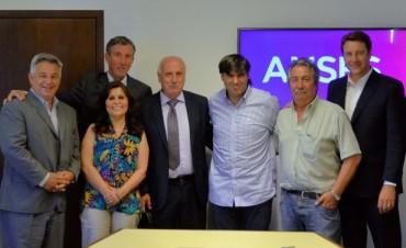 ANSES firmó acuerdos con intendentes para generar suelo urbano