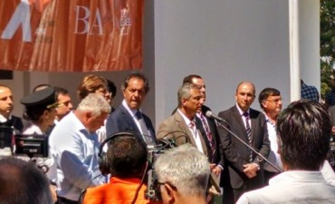 Scioli y Eseverri juntos en la presentación de los aspirantes a la Policía Comunal