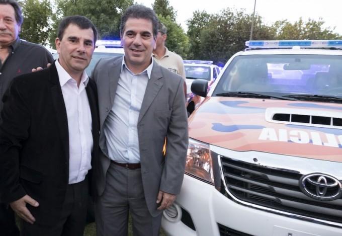 Azul recibió dos móviles policiales para la prevención en zonas rurales