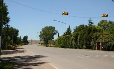 Se instala un nuevo semáforo en el acceso al barrio AOMA