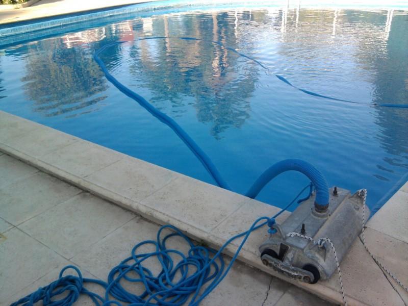 Gral. Alvear  Jueves 18 cambio de agua en la pileta municipal
