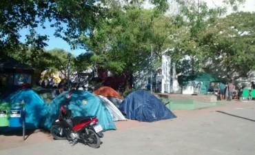 Fanazul: trabajadores realizan un acampe en la puerta de la Municipalidad de Azul