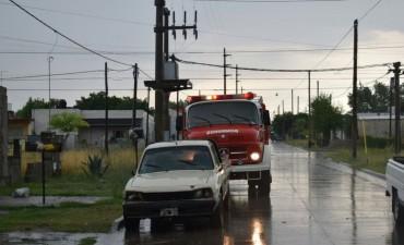 Tormenta: hubo voladura de techos y caídas de postes