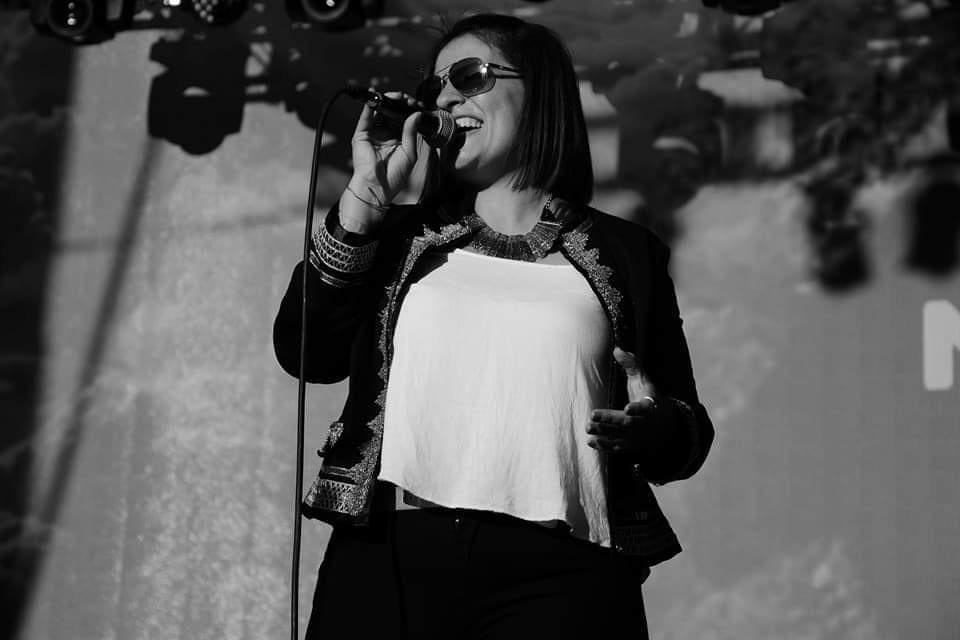 Una cantante olavarriense en Cosquín: Jesica Minteguía se presenta en la plaza Próspero Molina