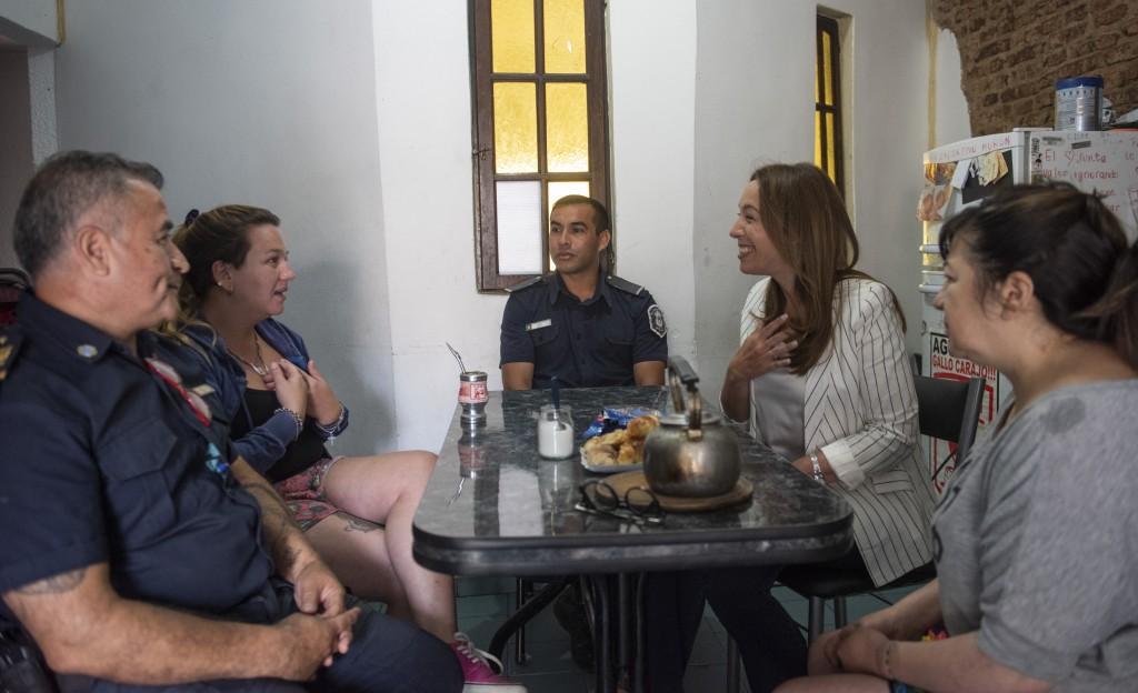 María Eugenia Vidal se entrevistó con los policías bonaerenses que salvaron la vida de un niño al practicarle RCP