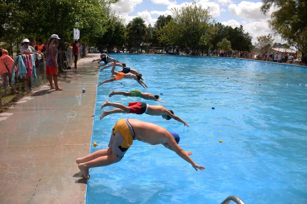 Cerca de 400 chicos en el primer encuentro de Natación del año