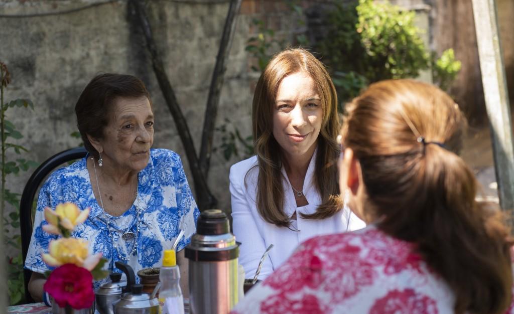 Vidal estuvo en San Martín con mujeres que terminaron la primaria en una escuela de adultos
