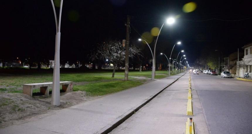 En marcha una nueva etapa de iluminación en el Parque Mitre