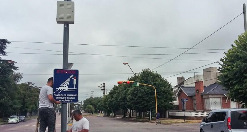 Se instalaron carteles indicativos de fotomultas en avenidas