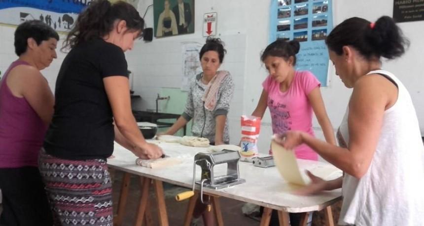 'Pastas compañeras': en la Agrupación Tierra,Techo y Trabajo elaboran fideos para sostener el comedor