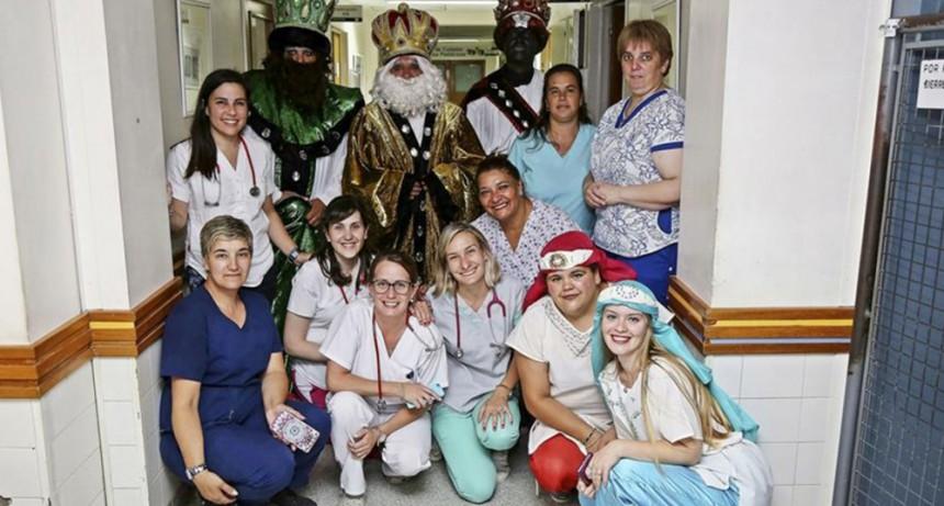 Los Reyes Magos visitaron a los niños en Pediatría