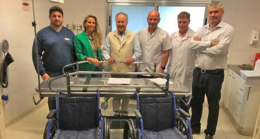 El Hospital Municipal recibió dos sillas de ruedas y una camilla