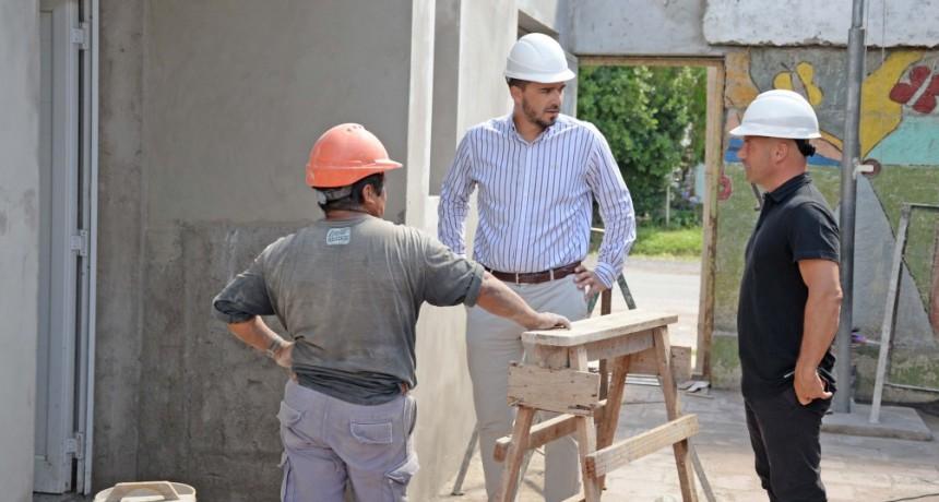 Están en marcha dos importantes obras de infraestructura educativa en el barrio Lourdes