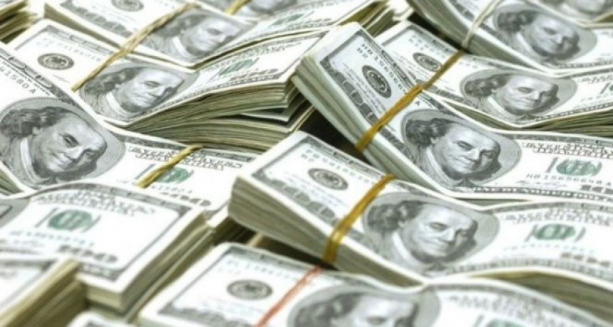 El dólar trepó 40 centavos y retornó a