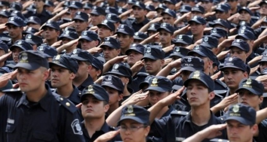 Ascensos para efectivos policiales