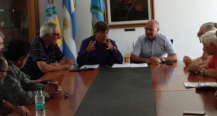 José Stuppia estuvo en la firma del convenio de trabajo en Balcarce