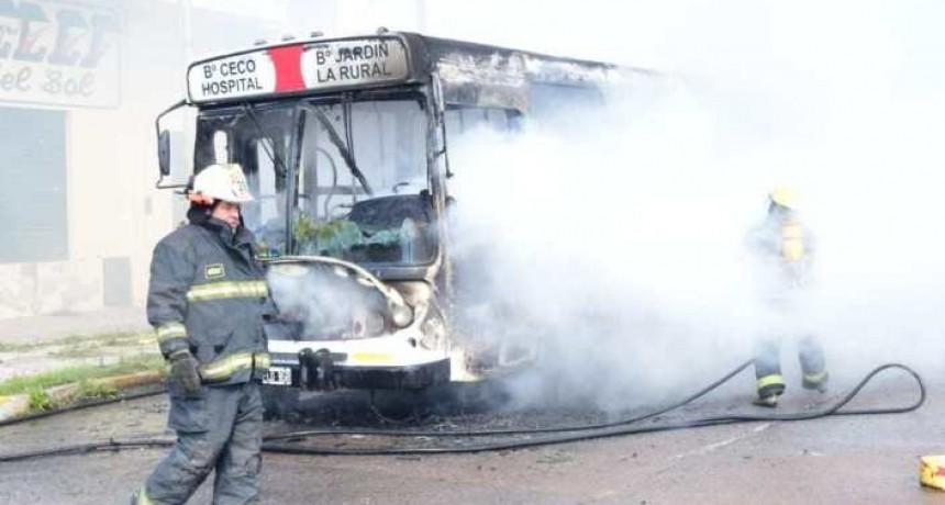 Pérdidas totales en incendio de colectivo