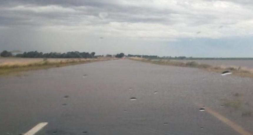 Ruta 3 cortada por agua en calzada