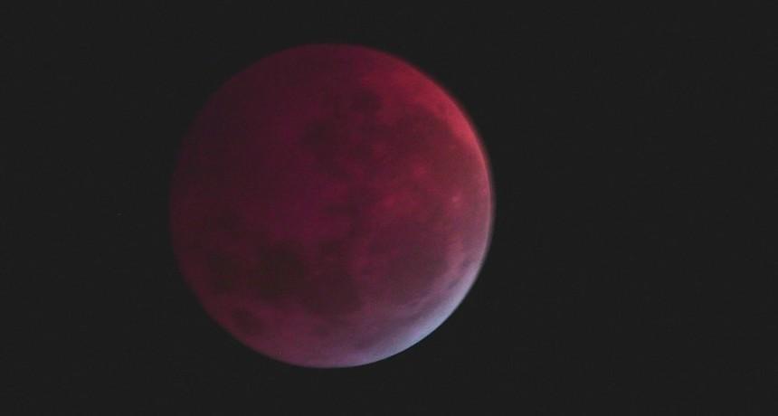Luna y sol a través del telescopio