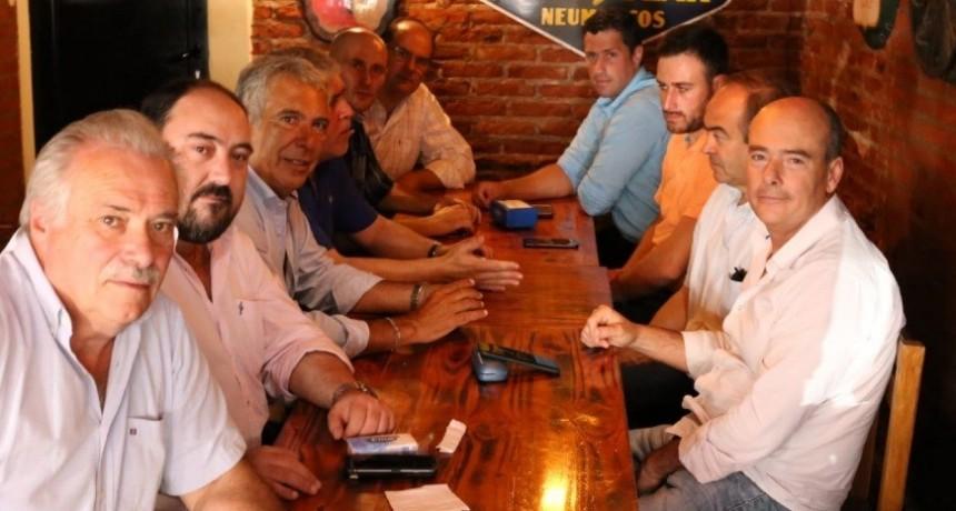 El intendente de Laprida  en el encuentro del PJ bonaerense