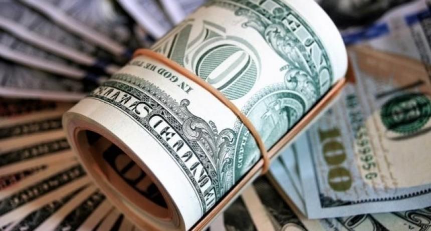 El dólar mayorista permanece debajo de la