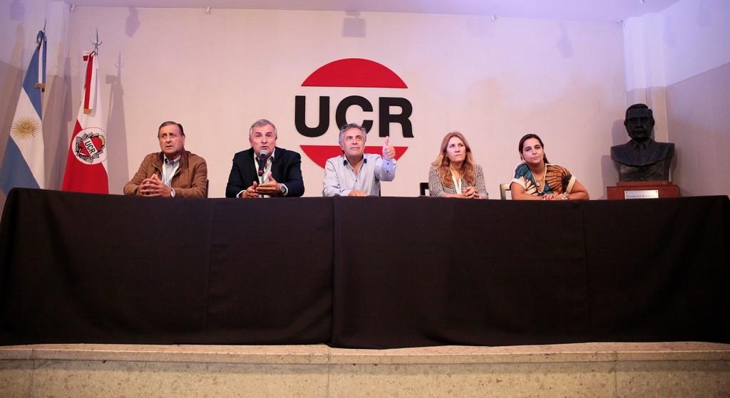 La UCR cuestiona el refugio a Evo Morales
