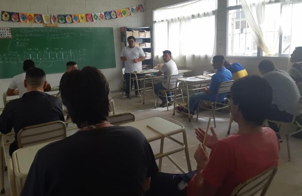 Dictan taller de creación de música para internos de la Unidad N° 27