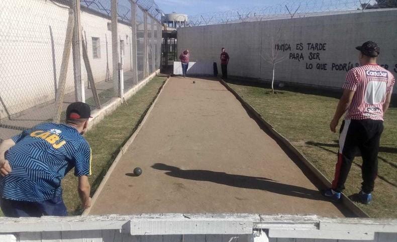 Torneo de Fútbol y Bochas en la Unidad 38