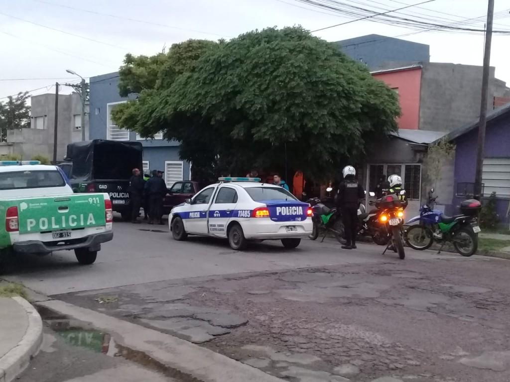 Recuperan miles de pesos en allanamientos