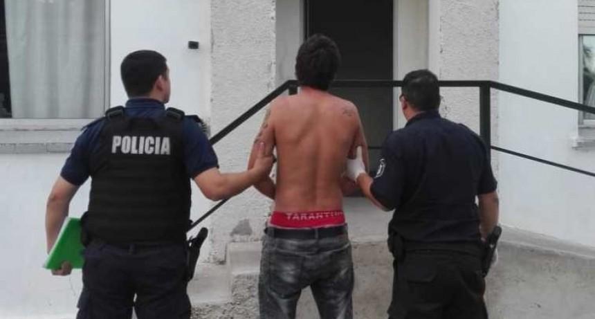 En Hinojo un joven fue preso por querer agredir a personas con un pico