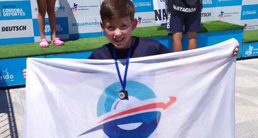 Fernando Altamira Luque entre los mejores nadadores del país