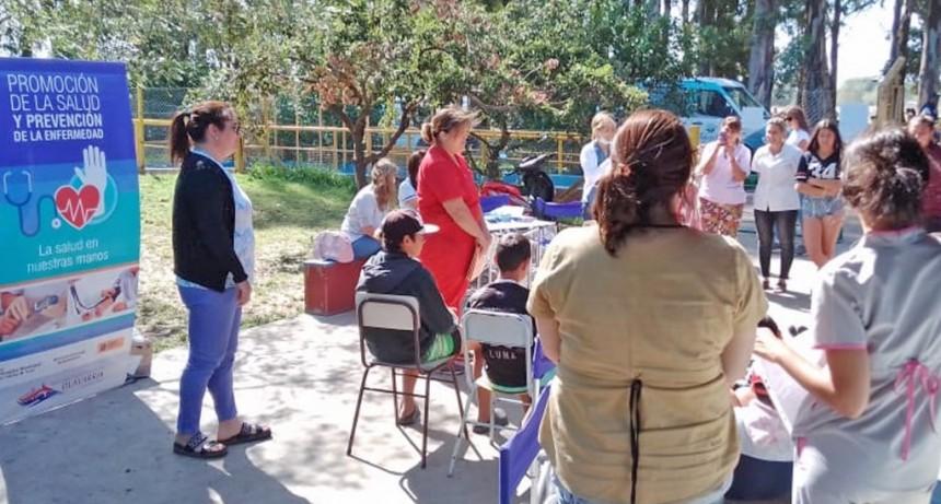 Sigue la campaña de salud bucal en las Escuelas Abiertas de verano