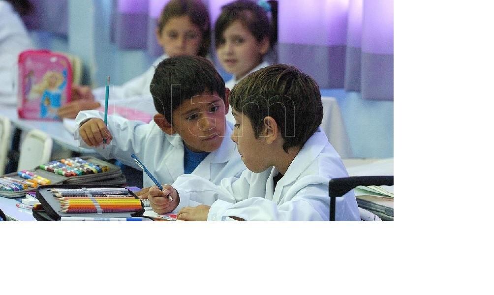Vacunarán a docentes en febrero para un inicio de clases con mayor presencialidad