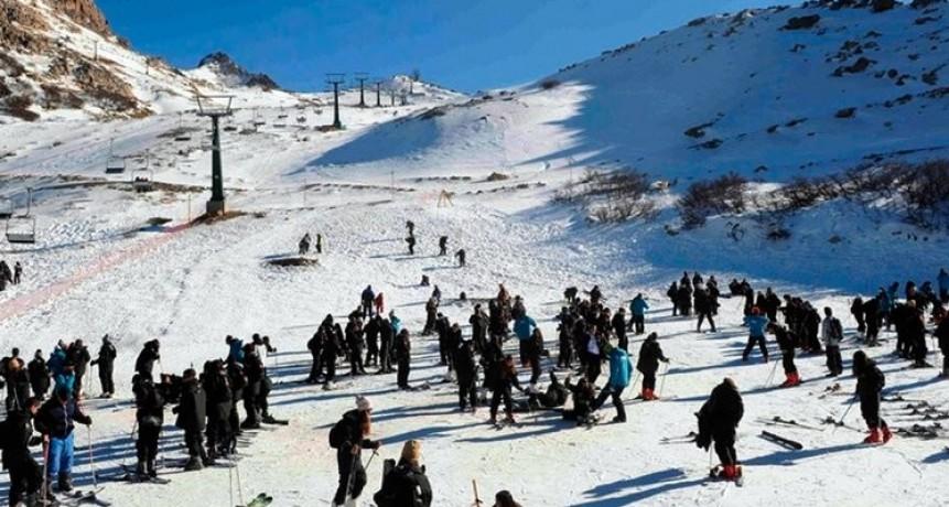 Bariloche: se contagiaron 66 estudiantes en un viaje de egresados