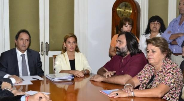 """Scioli convocó a reunión """"técnica no salarial"""" a docentes y estatales para el próximo martes"""