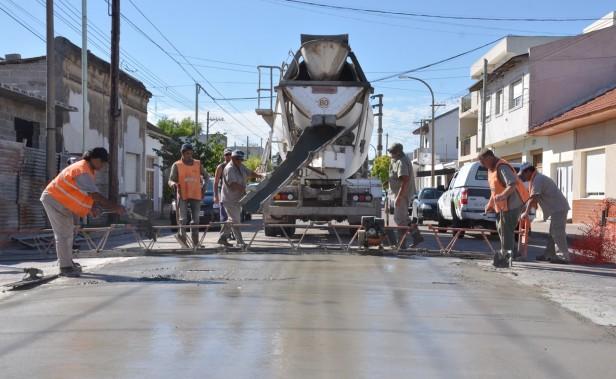 Continúan los trabajos de reparación de losas de hormigón