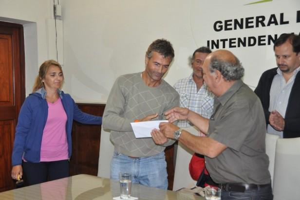 La Madrid: Entregaron un subsidio a través del Fondo Educativo a la Escuela Secundaria N°2