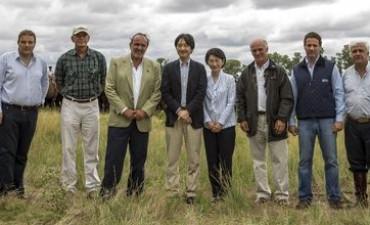 En su visita al país, los príncipes imperiales de Japón visitaron un establecimiento Angus