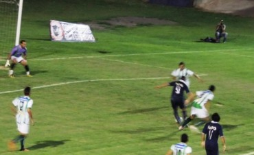 En un accidentado partido Racing solo pudo igualar