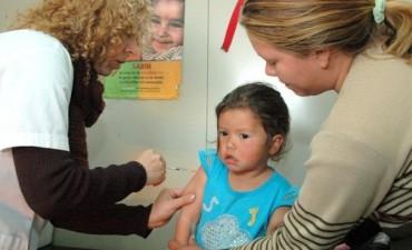 Ponen en marcha aplicaciones para mejorar la vacunación y convocan a inmunizar a los chicos
